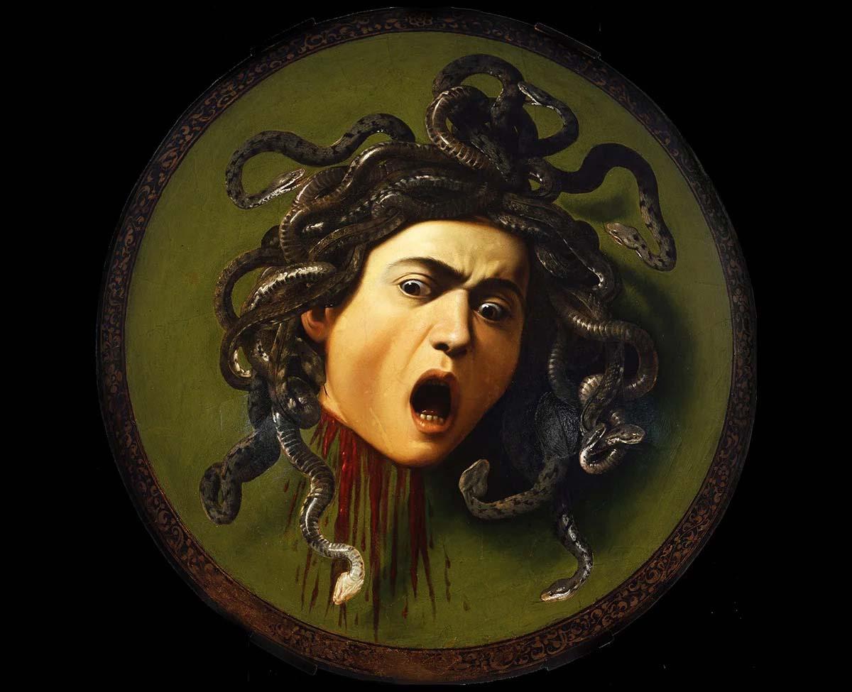 Караваджо, «Медуза Горгона», 1598 год  Все мы со школьных времен знаем, кто такая Медуза Горгона: чудовищная красавица со змеями вместо волос, один взгляд на нее обращал людей в камень. Она якобы была непобедима, пока герой Персей не придумал хитрый способ отразить смертельный взгляд Медузы с помощью зеркала. Персей отдал отрубленную голову Горгоны богине Афине. Картина Караваджо принимает форму щита, его Медуза уже повержена, но все еще пребывает в сознании: мертва и жива в один и тот же момент, но все еще ужасна. Легенда гласит, что художник использовал свое собственное отражение в зеркале в качестве модели.